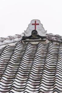 大野教会堂の屋根に付けられた十字架の写真素材 [FYI01710776]