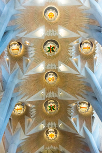 サグラダ・ファミリア内部天井装飾の写真素材 [FYI01710800]