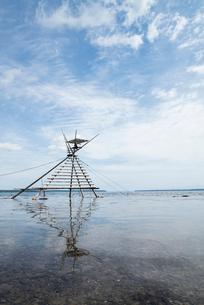 日本最古の漁法のボラ待ちやぐらの写真素材 [FYI01710820]
