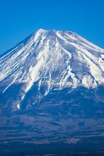 青空と富士山のアップの写真素材 [FYI01710855]