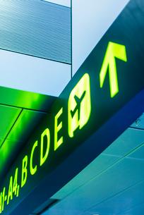 空港のゲート案内掲示板の写真素材 [FYI01710856]