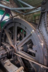 三池炭鉱万田坑の第二竪坑巻揚機の写真素材 [FYI01710874]