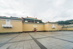 国立故宮博物院正面広場より見る風景の写真素材 [FYI01710925]