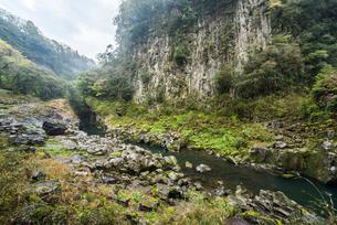 高千穂峡五ヶ瀬川風景の写真素材 [FYI01710952]
