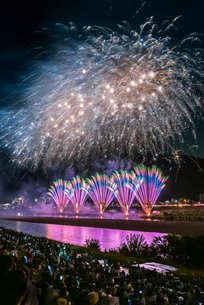 全国選抜長良川中日花火大会の打ち上げ花火の写真素材 [FYI01710956]