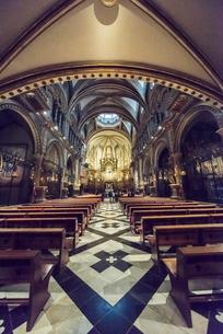 モンセラット修道院大聖堂内の写真素材 [FYI01711179]