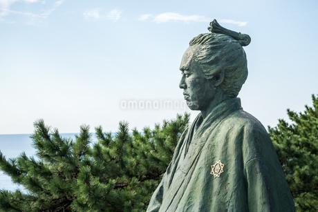 桂浜の坂本龍馬像を大接近して見るの写真素材 [FYI01711264]