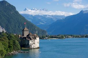 スイス シオン城とレマン湖の写真素材 [FYI01711511]