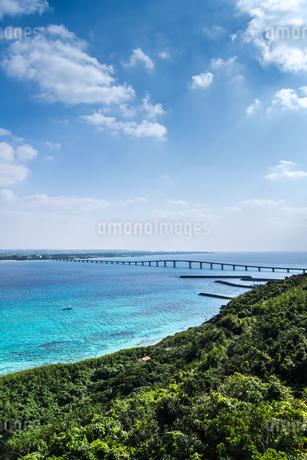来間島より来間大橋と宮古島を望むの写真素材 [FYI01711536]