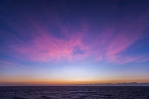 地中海の朝焼け風景の写真素材 [FYI01711846]