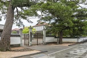 萩市立明倫小学校の旧門の写真素材 [FYI01711886]