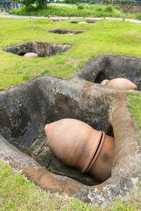 吉野ケ里遺跡甕棺墓の写真素材 [FYI01711955]