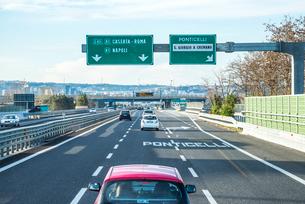 イタリアの高速道路の写真素材 [FYI01712141]