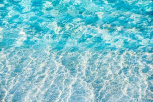 海面に見る光の波紋の写真素材 [FYI01712195]