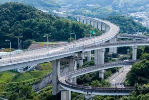 しまなみ海道今治北インターチェンジを見る風景の写真素材 [FYI01712252]