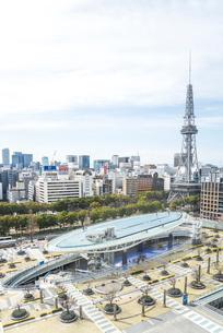 オアシス21と名古屋テレビ塔を見るの写真素材 [FYI01712387]