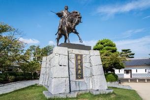 今治城に建つ藤堂高虎騎馬像の写真素材 [FYI01712454]