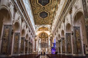 アマルフィ大聖堂内部主祭壇風景の写真素材 [FYI01712504]