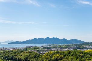 瀬戸内海宮島を見る風景の写真素材 [FYI01712505]