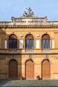 ピアッツァ・アルメリーナのガリバルディ劇場の写真素材 [FYI01712597]