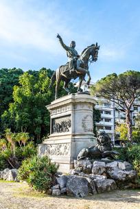イタリア王国成立に貢献したガリバルディの騎馬像の写真素材 [FYI01712615]