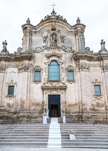 マテーラのサン・フランチェスコ・ダッシジ教会ファサードの写真素材 [FYI01712617]
