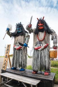 男鹿半島入道崎に立つなまはげ像の写真素材 [FYI01712744]