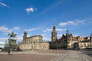 ドレスデン街並み 宮廷教会とレジデンツ城の写真素材 [FYI01712938]