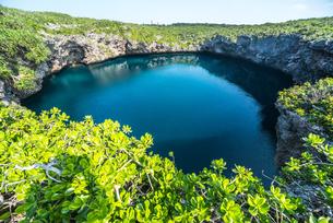 神秘的な下地島の通り池の写真素材 [FYI01712964]