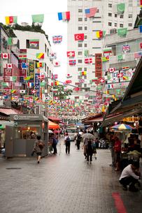 南大門市場の万国旗の写真素材 [FYI01713103]