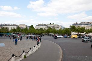 フランス パリの凱旋門前ロータリーの写真素材 [FYI01713206]