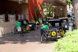 自転車タクシー トライショーの停留所 トライショーアンクルの写真素材 [FYI01713377]