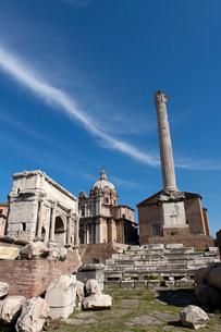 セプティミウス・セウェルス帝の凱旋門周辺の写真素材 [FYI01713386]