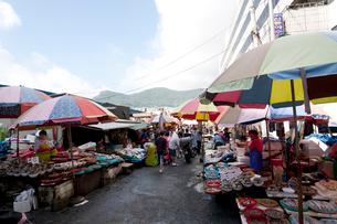 チャガルチ市場周辺の露天の写真素材 [FYI01713390]