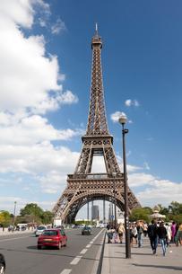 イエナ橋上から望むエッフェル塔の写真素材 [FYI01713441]