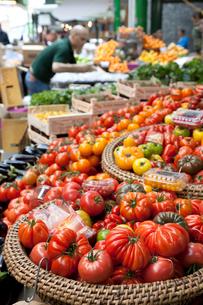 バラ・マーケットの青果物売り場の写真素材 [FYI01713557]