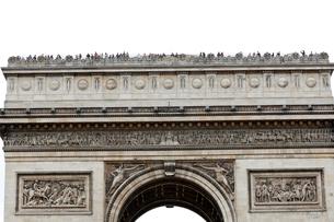 パリ 凱旋門の上にいる人々の写真素材 [FYI01713593]