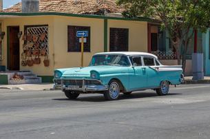 キューバ バラデロ クラシックカーの写真素材 [FYI01713934]
