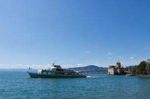 スイス シオン城とレマン湖遊覧船の写真素材 [FYI01714209]