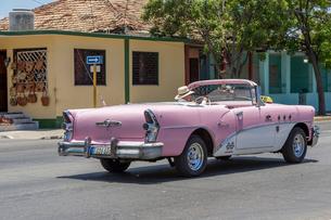 キューバ バラデロ クラシックカーの写真素材 [FYI01714413]