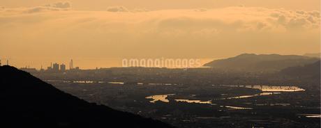 和歌山市夕景紀ノ川の写真素材 [FYI01714503]