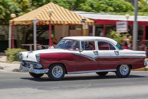 キューバ バラデロ クラシックカーの写真素材 [FYI01714763]