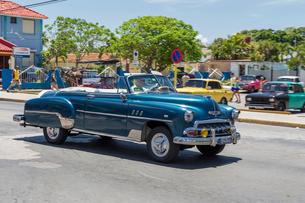 キューバ バラデロ クラシックカーの写真素材 [FYI01714899]