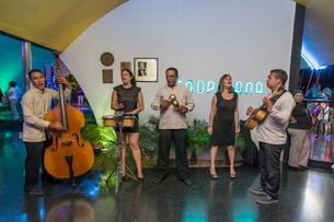 キューバ ナイトクラブの写真素材 [FYI01714919]