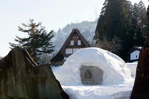 雪が積もった世界遺産五箇山の写真素材 [FYI01715381]
