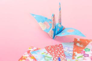 和紙で折った鶴の写真素材 [FYI01716017]