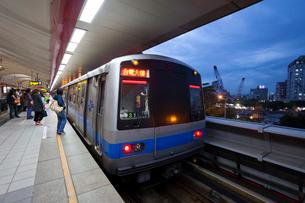 台湾 MRT淡水線 剣潭駅(Jiantan)ホームの写真素材 [FYI01716149]