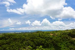 今帰仁城から望む古宇利島と沖縄本島の写真素材 [FYI01716178]