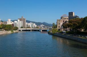 元安川と原爆ドームの写真素材 [FYI01716205]