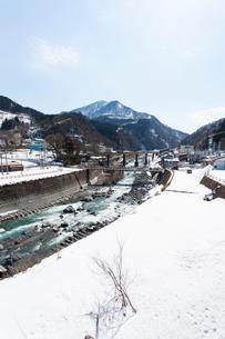 新潟、春の姫川温泉エリアの写真素材 [FYI01716269]